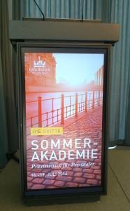 Rednerpult bei der HR-Sommerakademie in Berlin