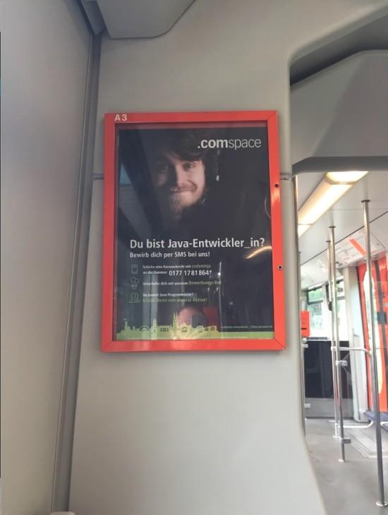 Unser Plakat in einem mobiel.de Fahrzeug
