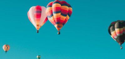 bunte-heißluftballons-symbolisieren-bunte.karrieren