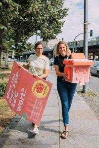 Sally Lisa Starken (re) und Cordelia Röders-Arnold (li) vom Wahltraut-Team. Fotocredit: Hella Wittenberg.